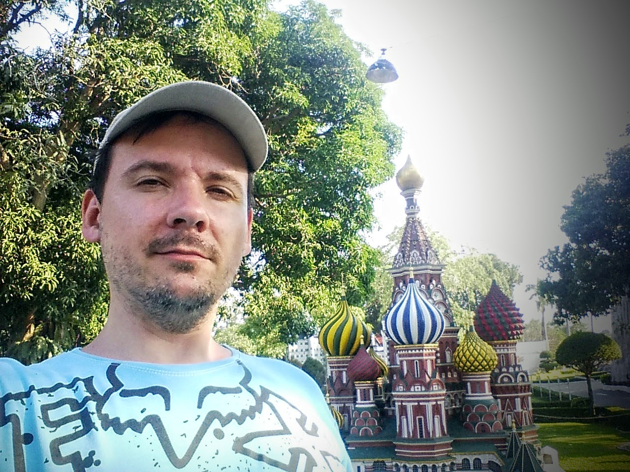 Собор Василия Блаженного: миниатюра в парке мини Сиам