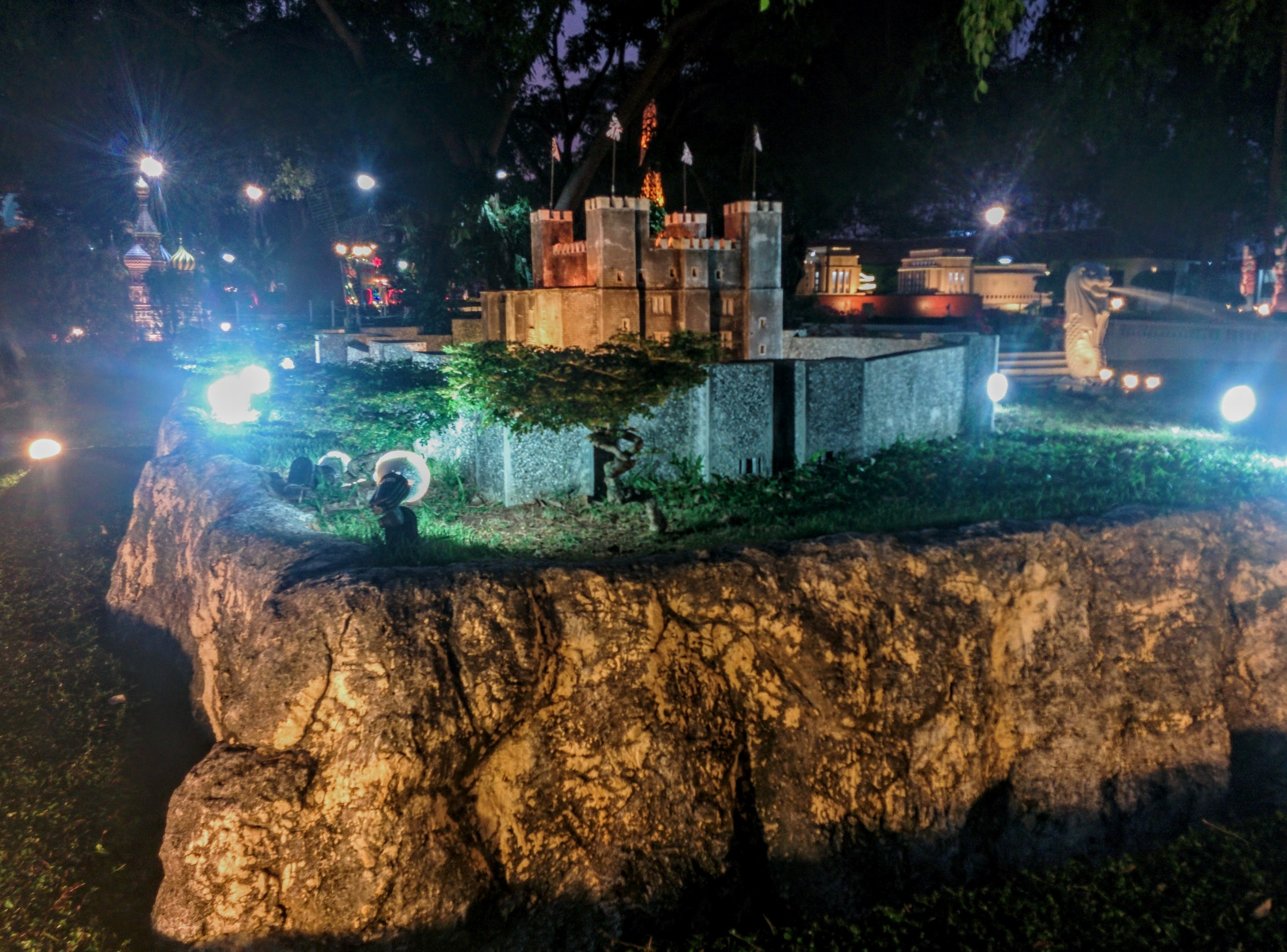Миниатюра замка в парке мини-Сиам